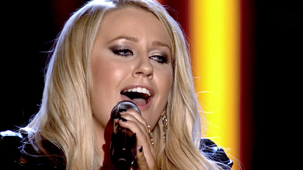 Amy Wilkinson performs on The Voice 2