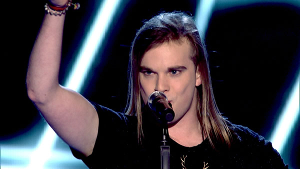 Mitchel Emms performs on The Voice 2