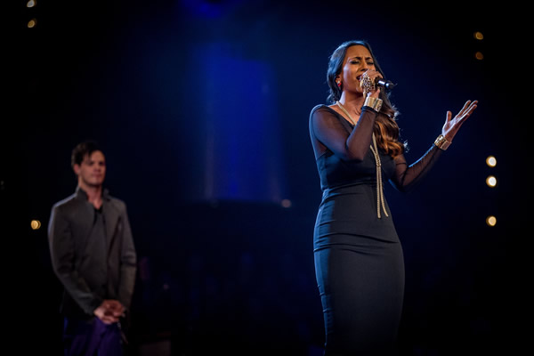 Abi Sampa performs in the Knockouts in The Voice 2013 Episode 11