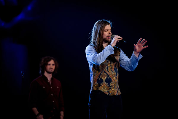 Adam Barron performs on The Voice 2013 in the Knockouts
