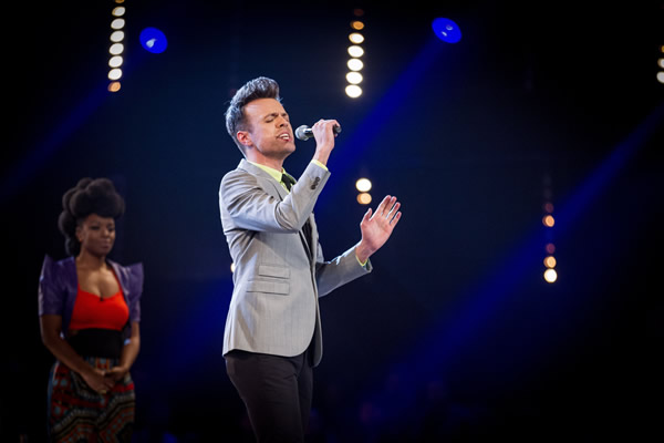 John Pritchard performs on The Voice 2013 in the Knockouts as Cleo Higgins  looks on