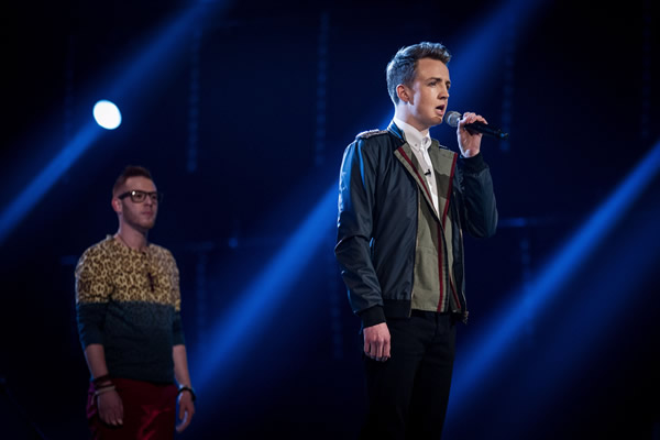 Jordan Lee Davies performs on The Voice 2013 in the Knockouts as Moni Tivony looks on