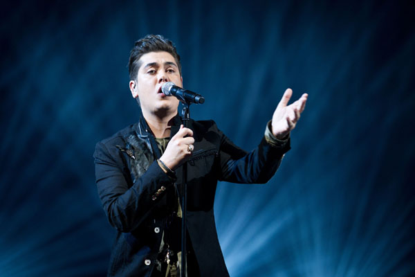Karl Michael performs in the quarter finals of The Voice 2013
