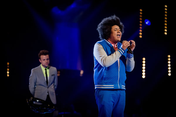 Lemuel Knights performs on The Voice 2013 in the Knockouts as John Pritchard looks on