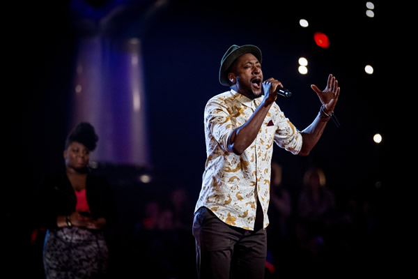 Matt Henry performs in his Knockout performance in The Voice 2013 Episode 11