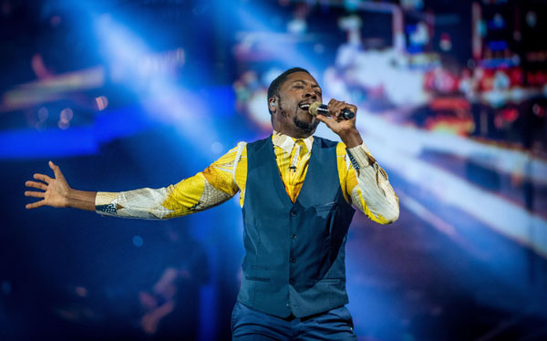 Matt Henry performs in the final of The Voice