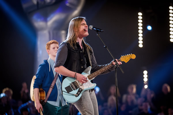 Mitchel Emms performs in the Knockouts in The Voice 2013 Episode 11