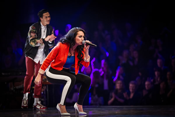 Sarah Cassidy performs in the Knockout in The Voice 2013 Episode 11