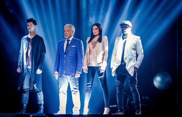 The coaches have to reduce their teams to three artists - The Voice 2013